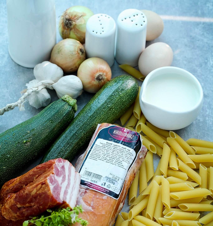 Tanie-przepisy-na-obiad-zapiekanka-makaronowa-z-boczkiem-1