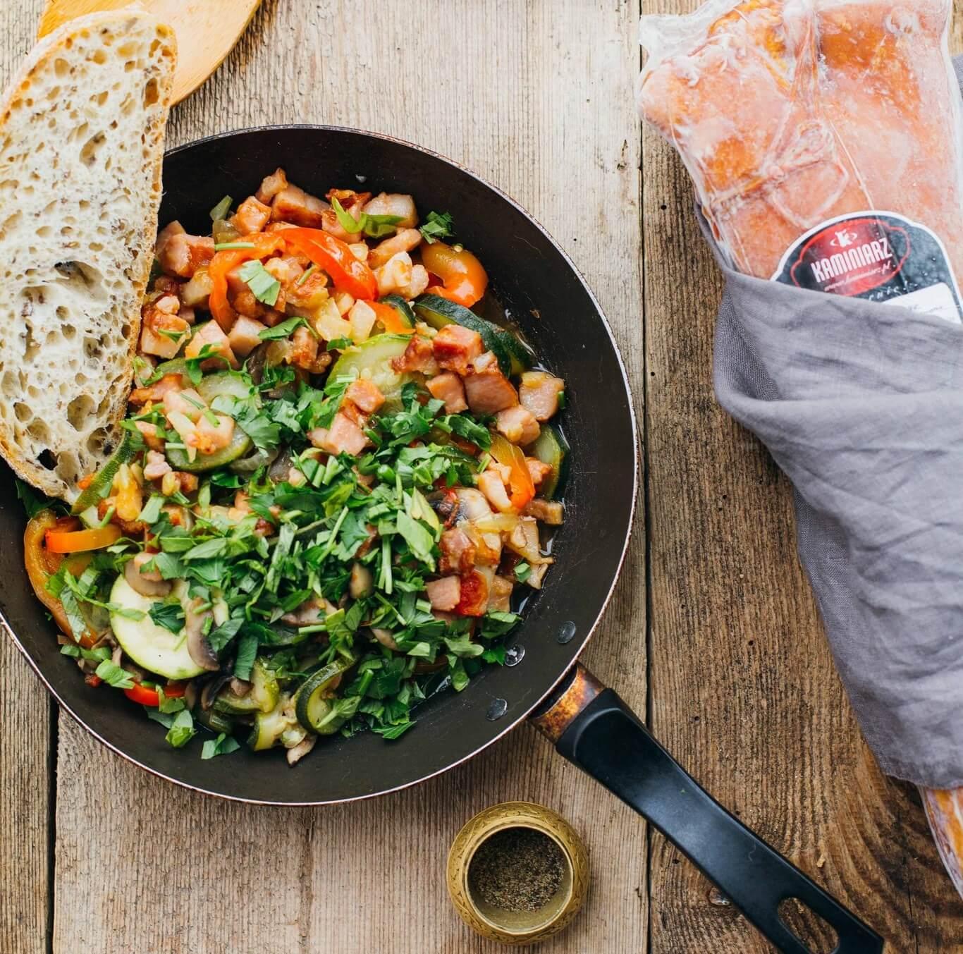 leczo-z-cukini-pomidorami-i-smazonym-boczkiem3
