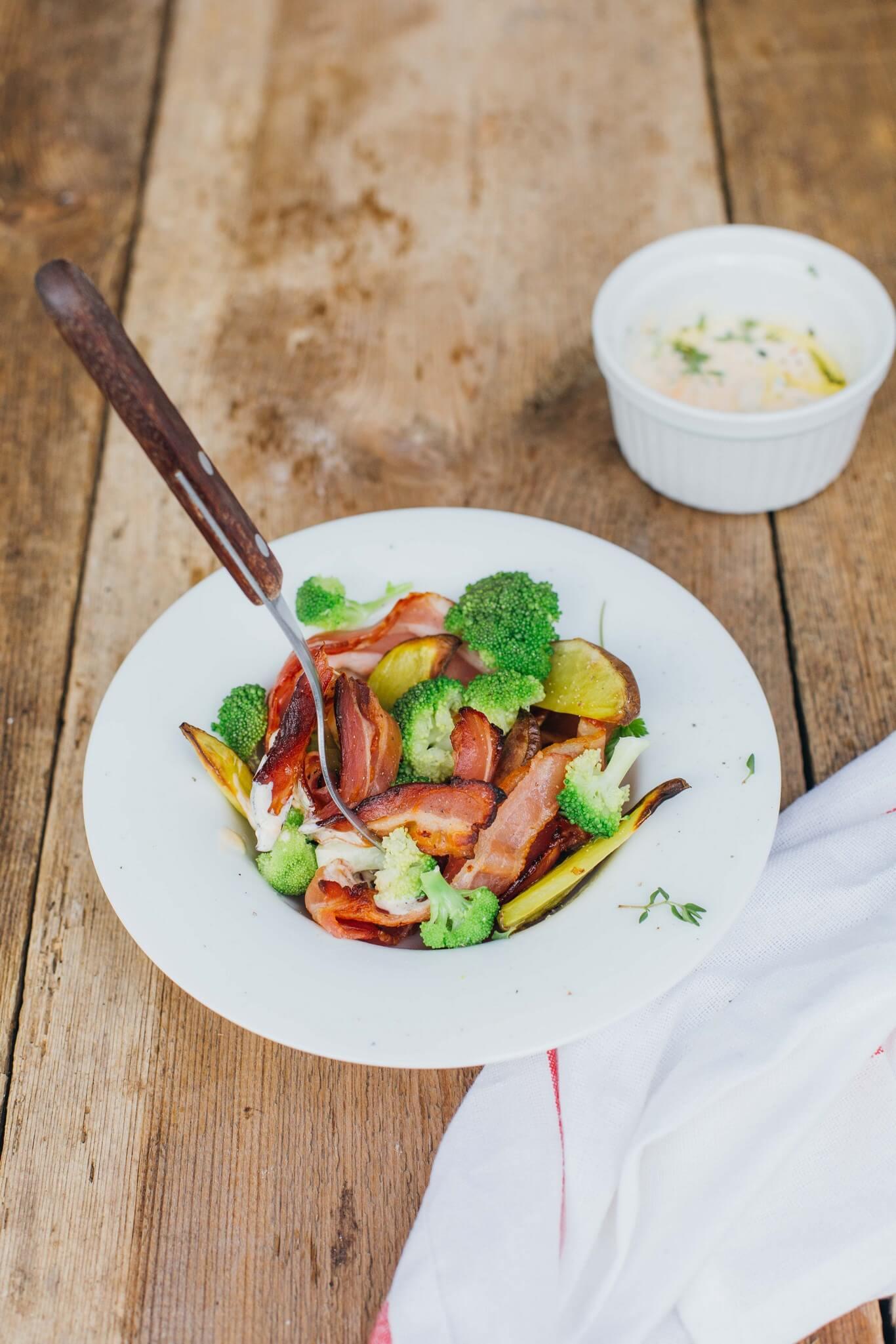przepis na kolacje salatka ziemniaczana z boczkiem i natka pietruszki4