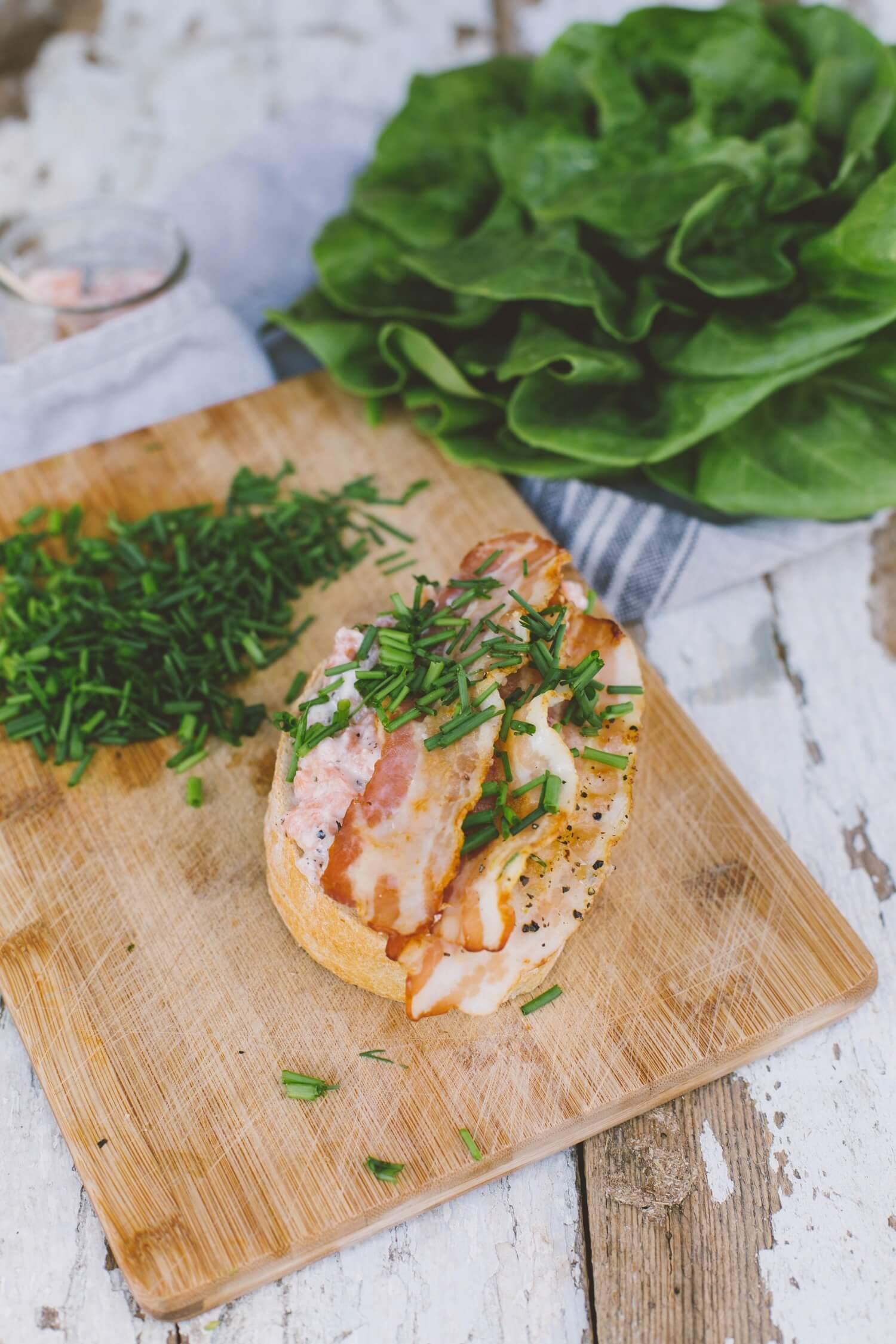 kanapka-z-pasta-z-lososia