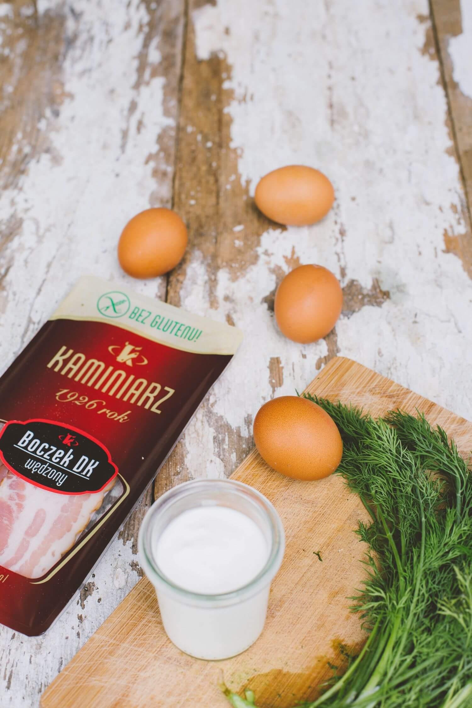 Przepisy na karnawał: Faszerowane jajka z chipsami z boczku