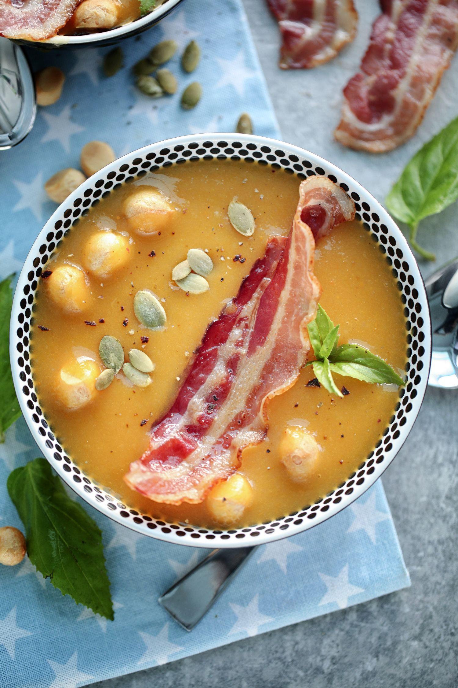 zupa dyniowa z kasza jaglana i boczkiem wedzonym