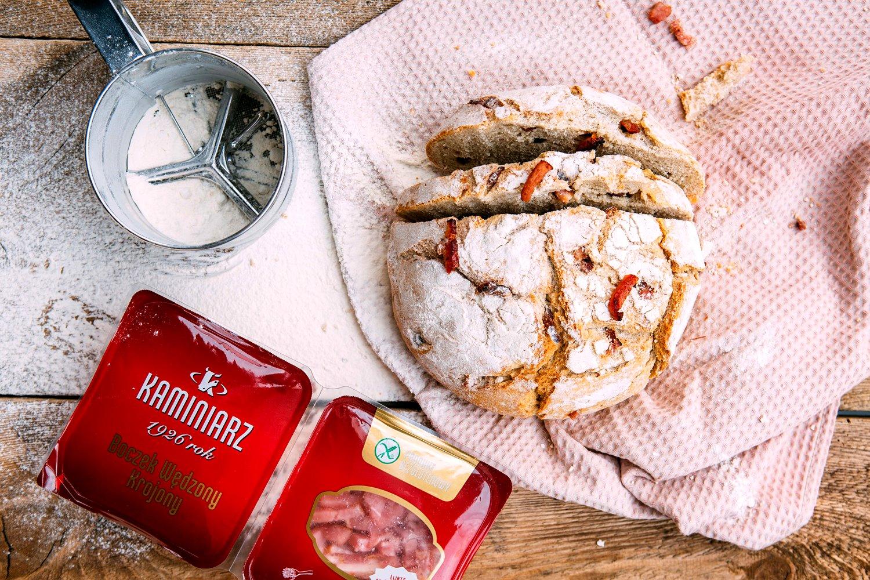 Chleb z boczkiem wędzonym Kaminiarz