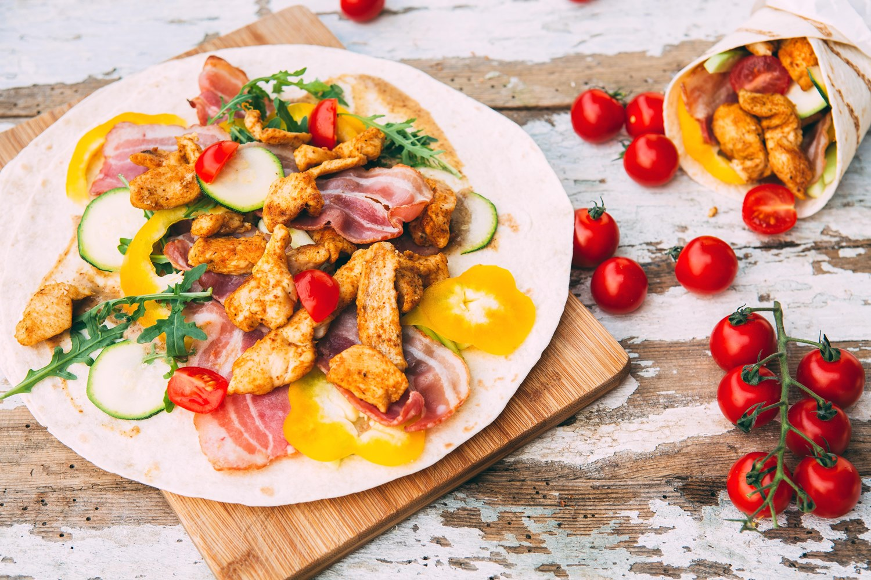 Tortilla z kurczakiem i boczkiem