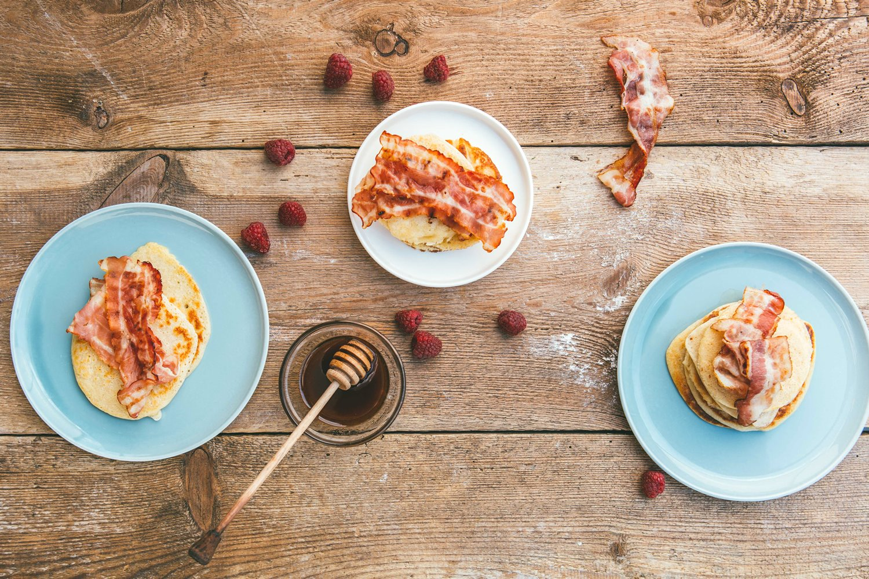 Przepis na Pancakes z syropem klonowym i boczkiem