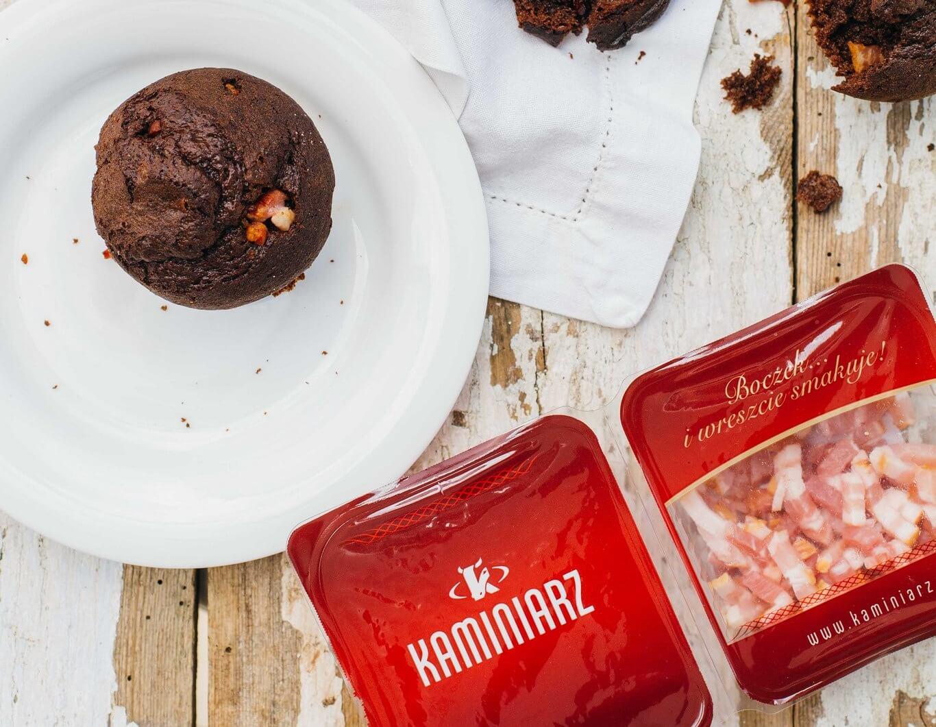 czekoladowe-mufiny-z-zurawina-i-wedzonym-boczkiem2