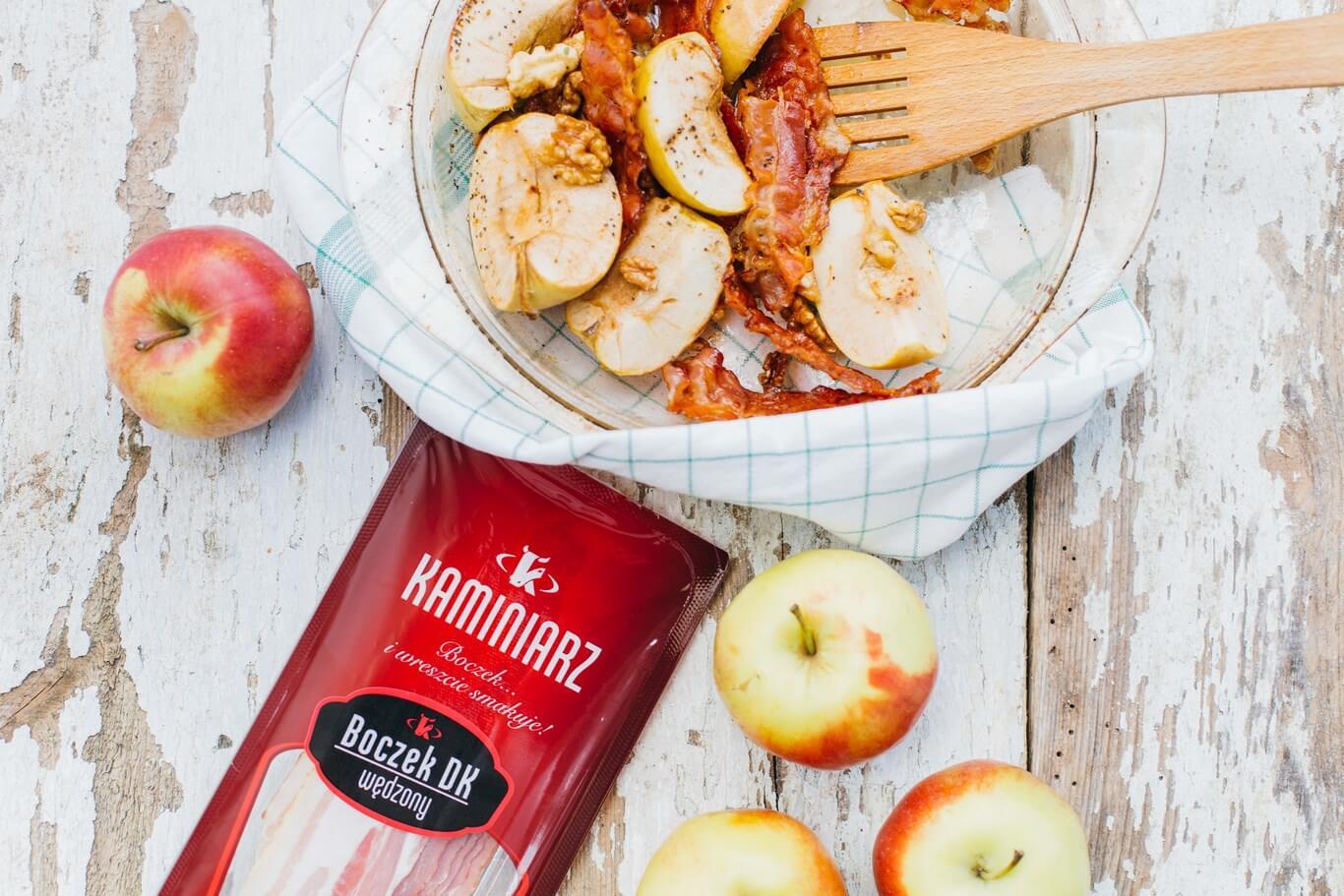 karmelizowane jablka z orzechami i boczkiem