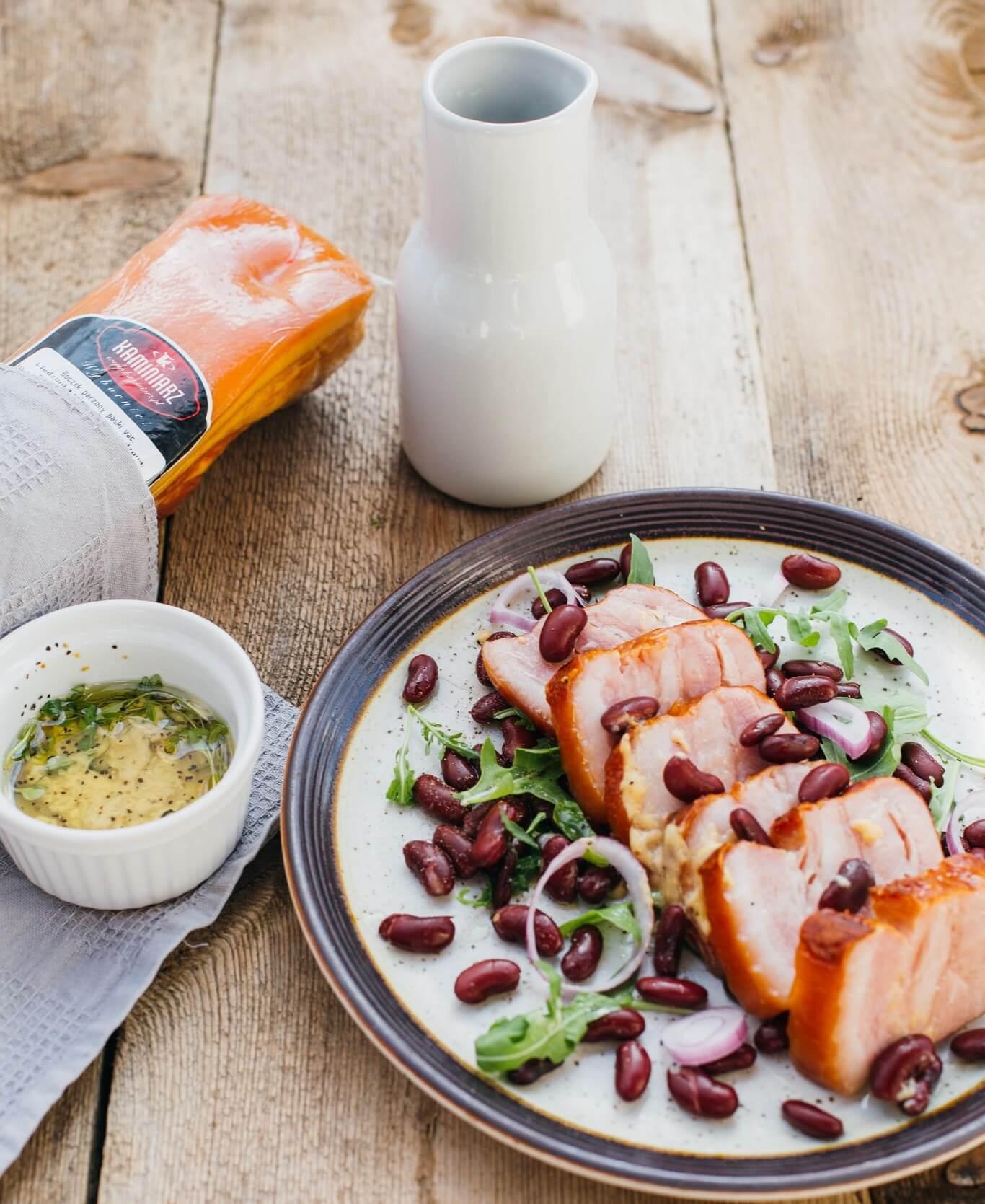 salatka-z-boczkiem-czerwona-fasola-w-sosie-czosnkowym2